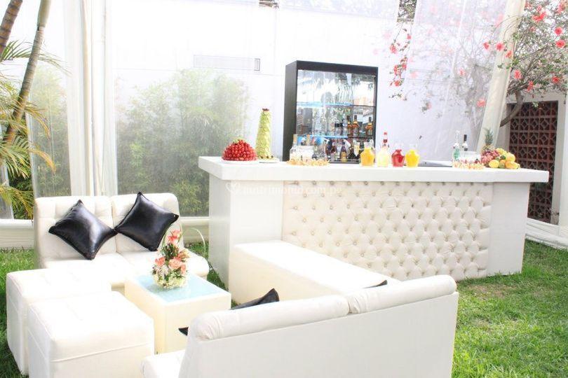 Nuestra barra y sala lounge
