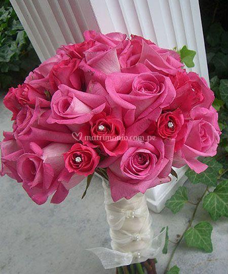 Bouquet de rosas y pedrería