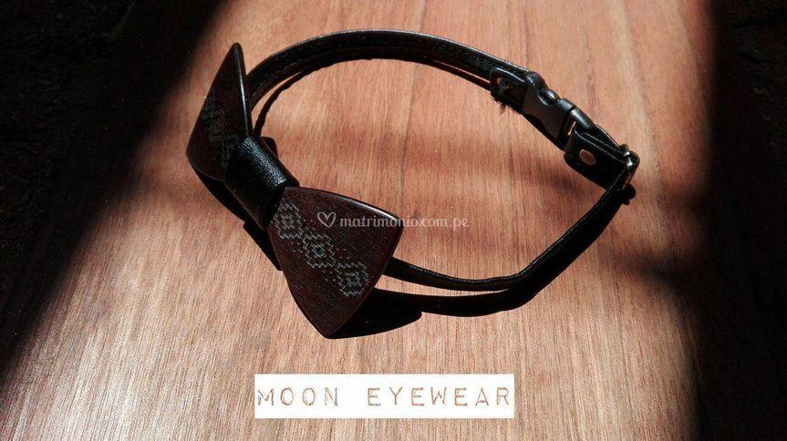 Moon Bow Tie hecho de madera