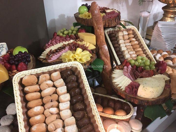 Mesa de alimentos salados