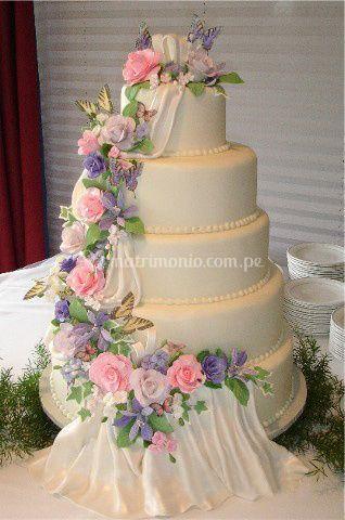 Elegante torta para matrimonio