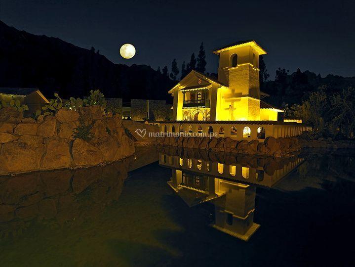 Vista de noche del Templo