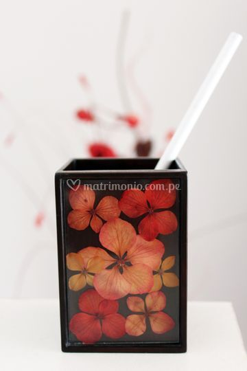 Porta lapicero con flores