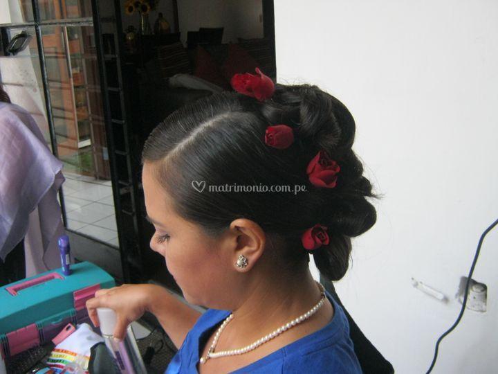Peinado con rosas naturales