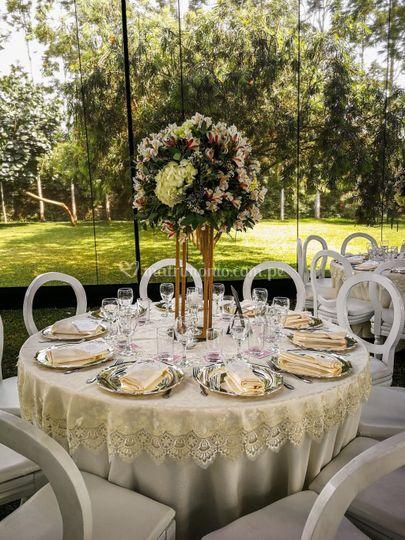 Mesa redonda de invitados