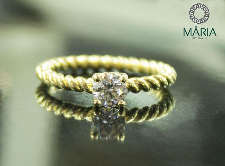 Anillo oro 18k y Diamante