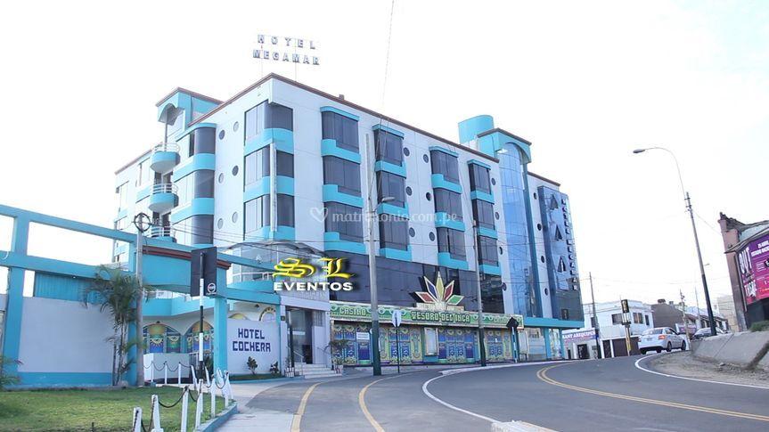 Al costado hotel megamar