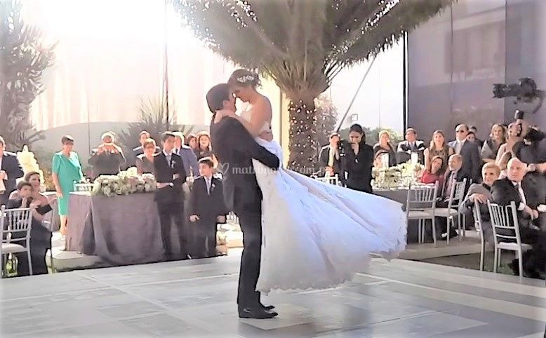 Dancing Bodas