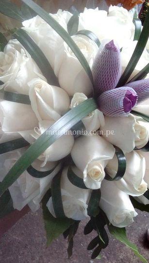 Bouquet blanco y morado