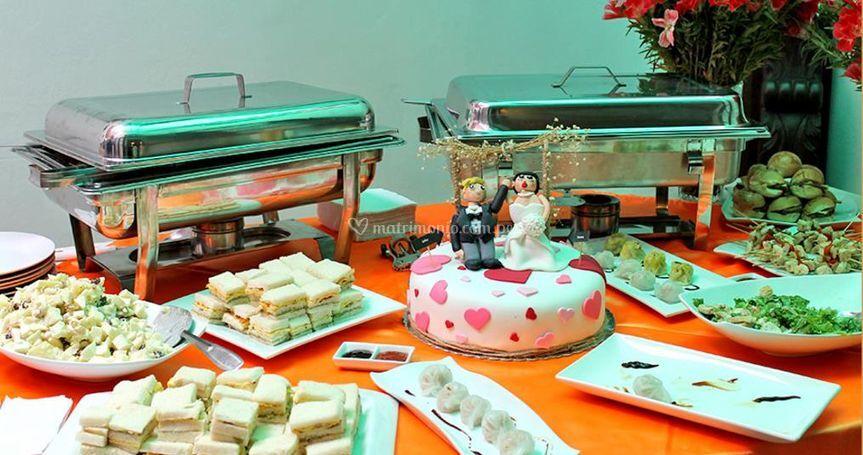 Bocaditos y torta de matrimonio