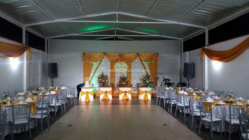 Mesa bufett con luces