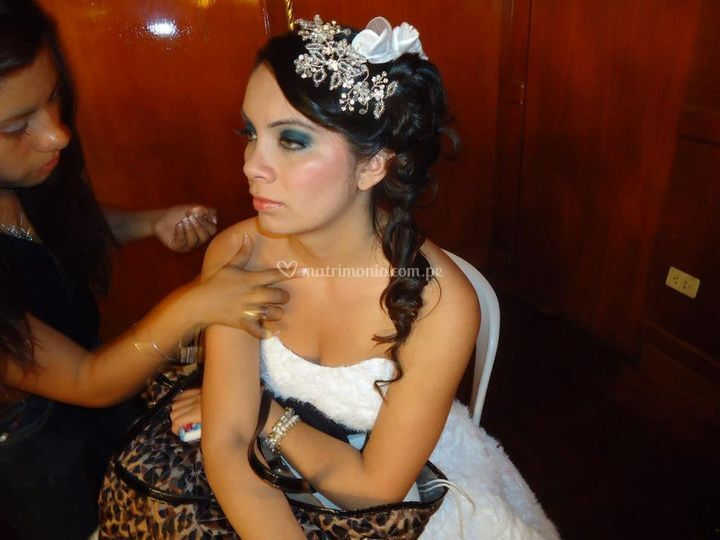 Modelo con make up vanguardia