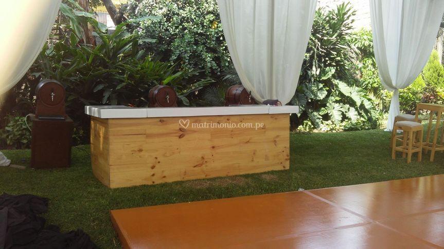 Barra de madera temática