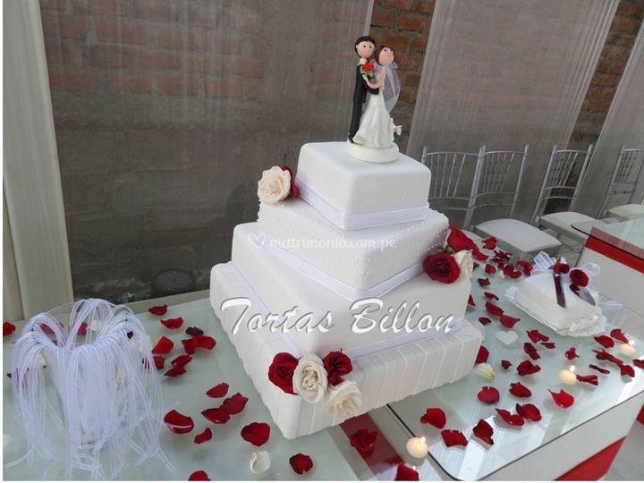 Torta blanca con rosas