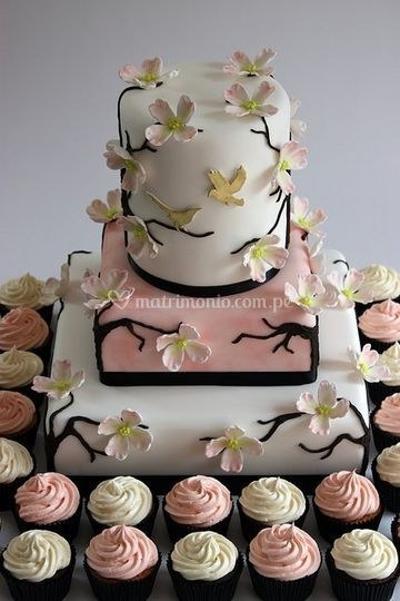Torta con cupcakes rosa