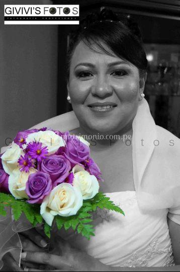 Novia con bouquet color