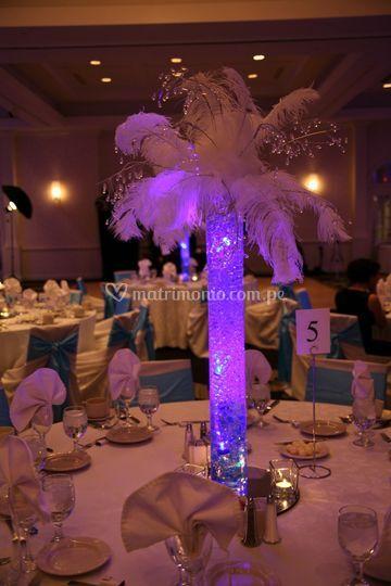 Centro de mesa con plumas