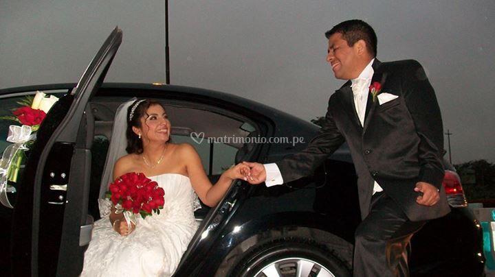 El novio recibe a la novia