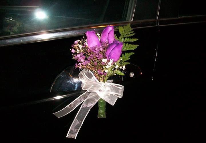 Flores en el vehículo