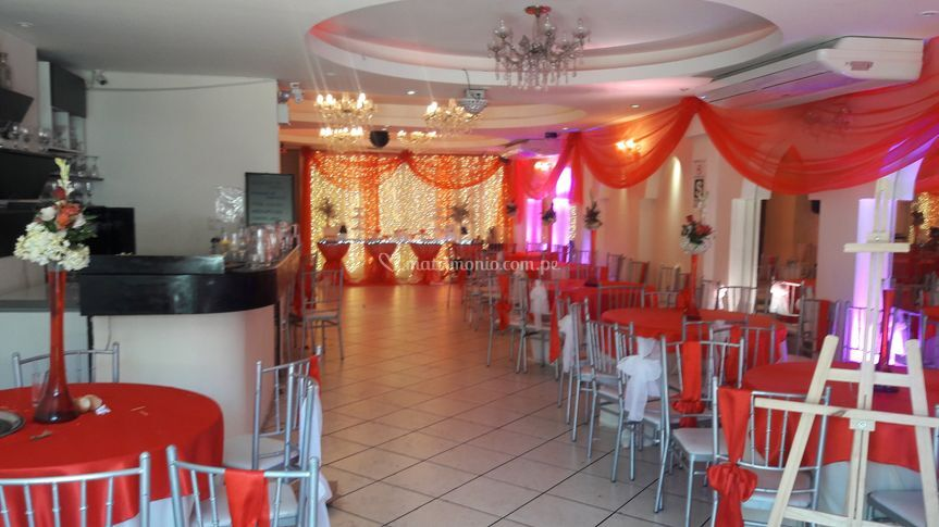 Decoracion del localcolor rojo