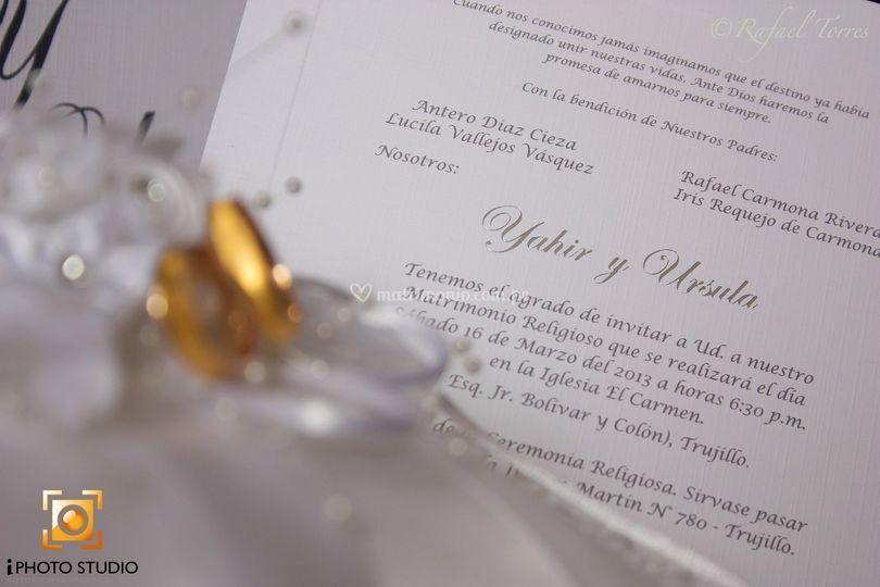 Tarjeta de invitación y anillo