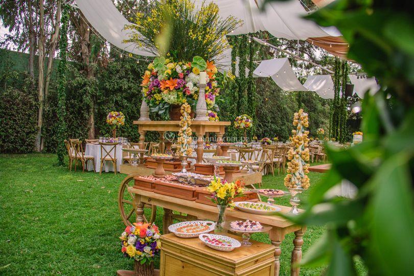 Mesa de dulces rústica