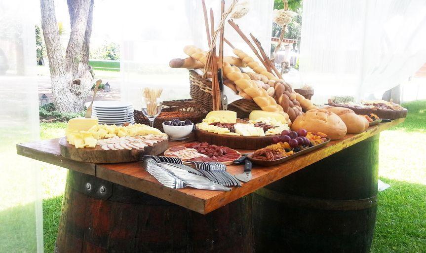 Variada mesa de quesos
