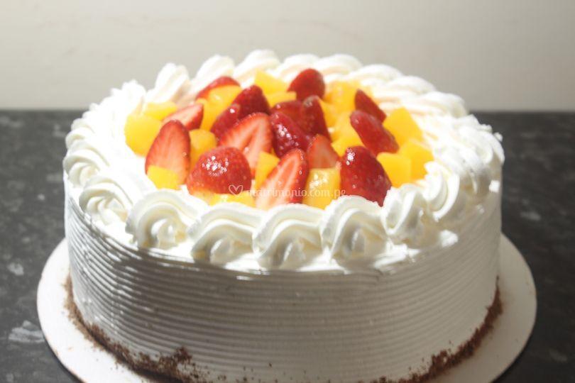 Torta de fresas y duraznos