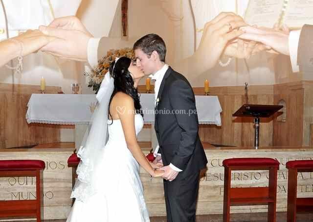 Patricia y Liam en la iglesia