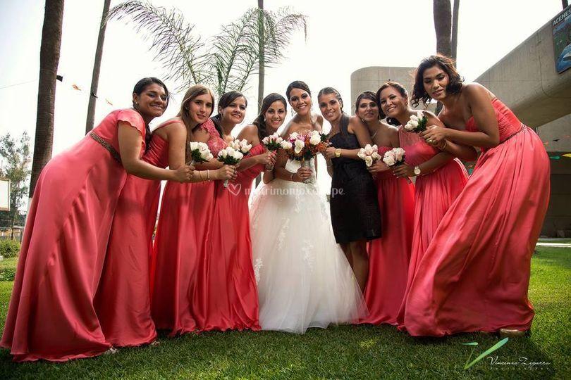 Las damas de honor y la novia