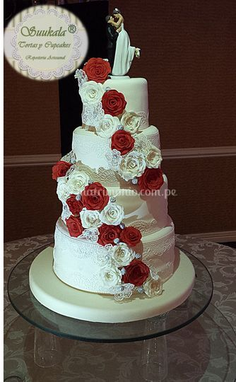 Torta cascada rosas rojas