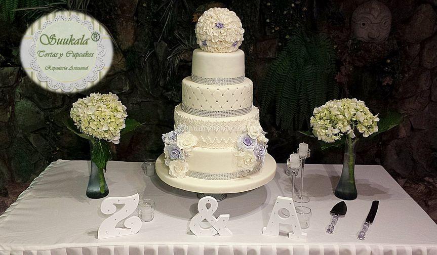 Torta rosas lilas y plata