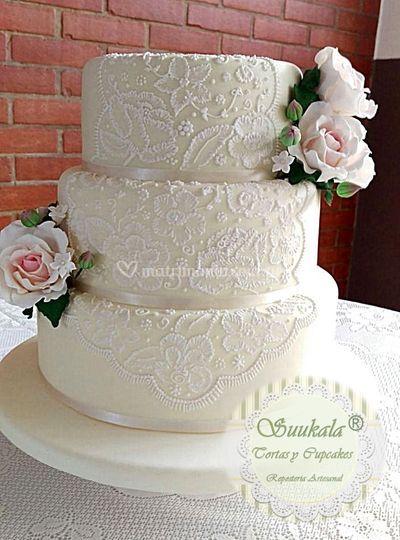 Torta bordada romantica