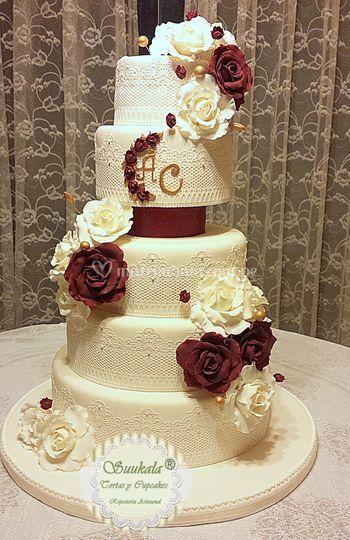 Torta rosas burgundy / ivory