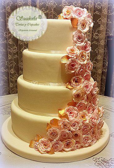 Torta cascada rosa