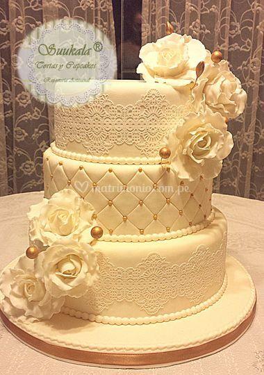 Torta boda encaje en dorado