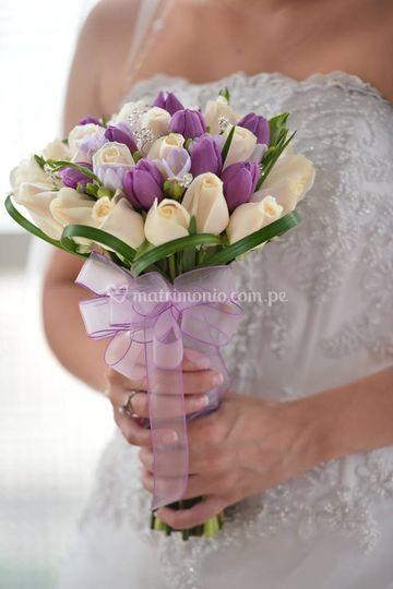 Bouquet de rosas con tulipanes