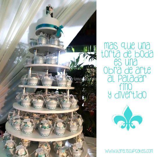 Elegante torre de cupcakes