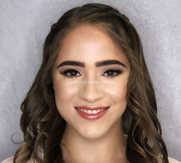 Kelly Peinado y Maquillaje