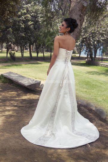 Vestido Ivory, pedrería lila