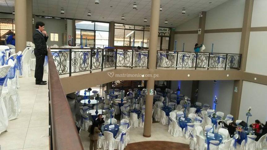 Vistas del amplio salón