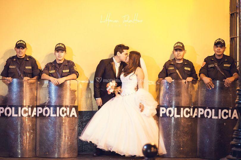 A la policía con amor
