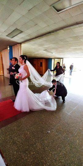 Atendiendo a la novia