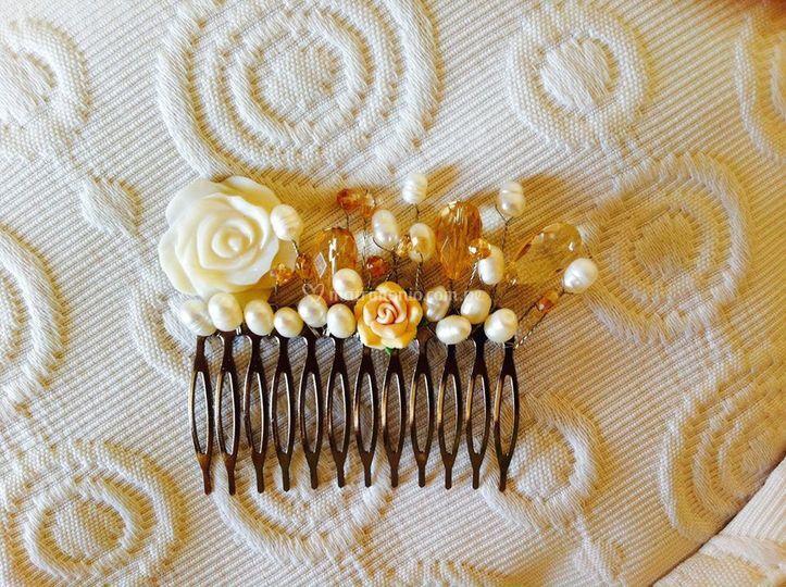 Peineta de perlas y nácar