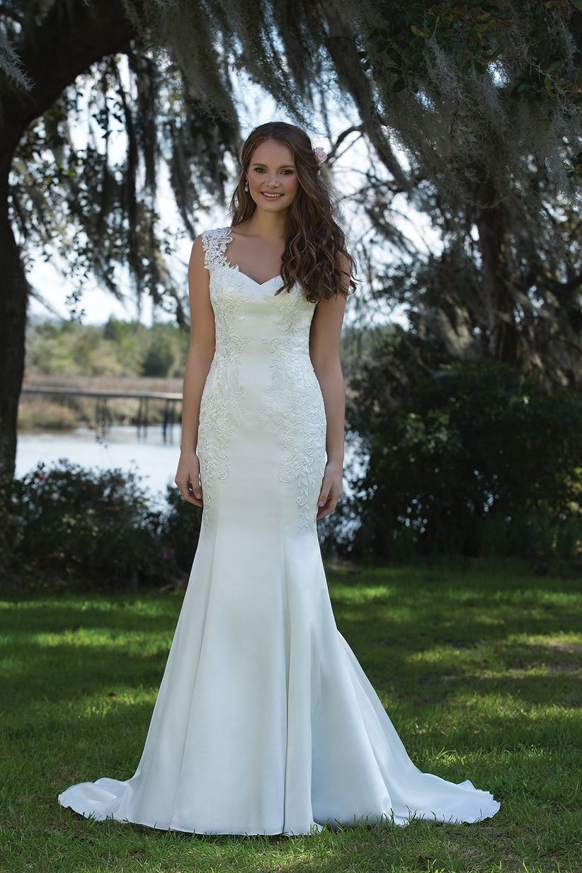Vestidos de novia con escote Reina Ana que nos trae este 2017