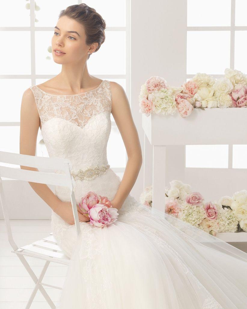 75dff2a567 En este modelo de Rosa Clará vemos que el escote ilusión queda divino  también con una manga larga. ¡Ideal si piensas casarte el próximo otoño o  primavera!