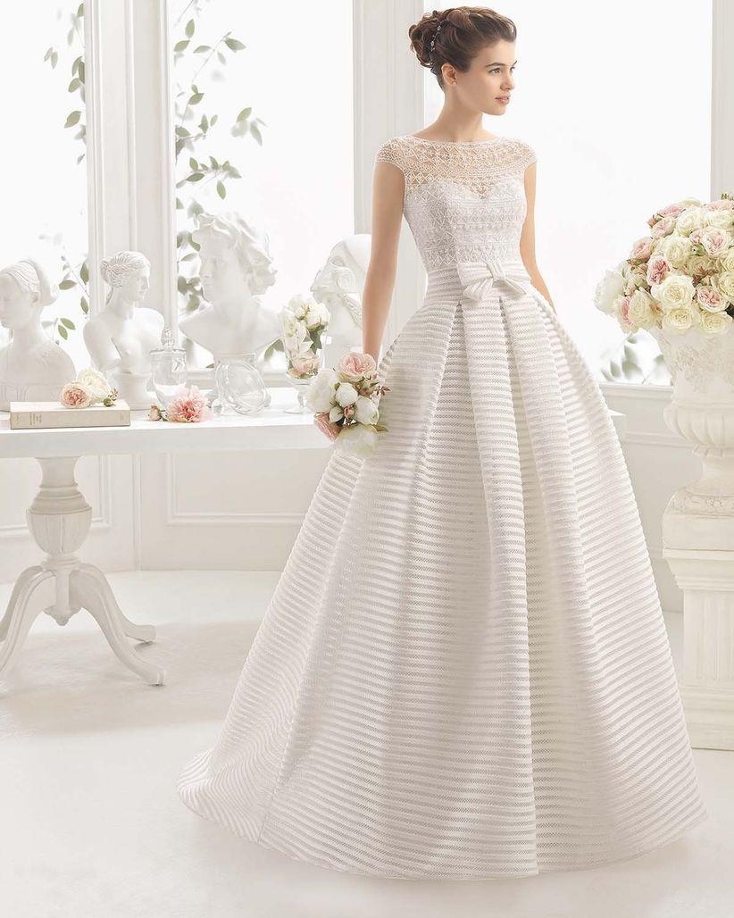 Vestidos de novia con encaje  45 diseños románticos y seductores 48afbb1e45f4