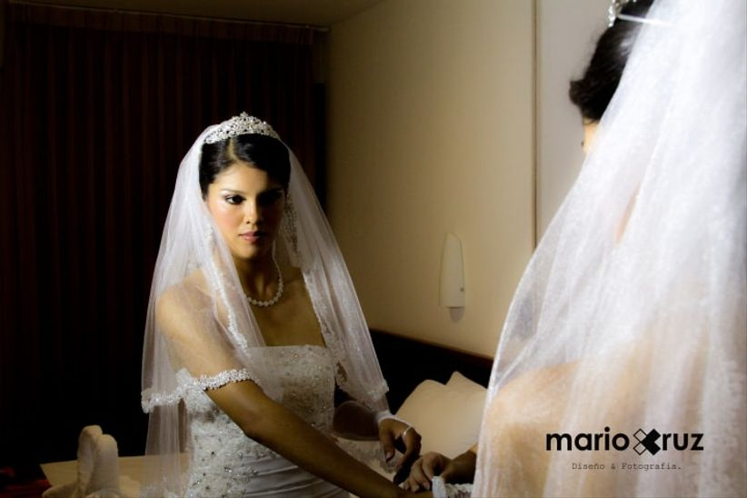 Los vestidos de boda para las muchachas con un pequeño pecho