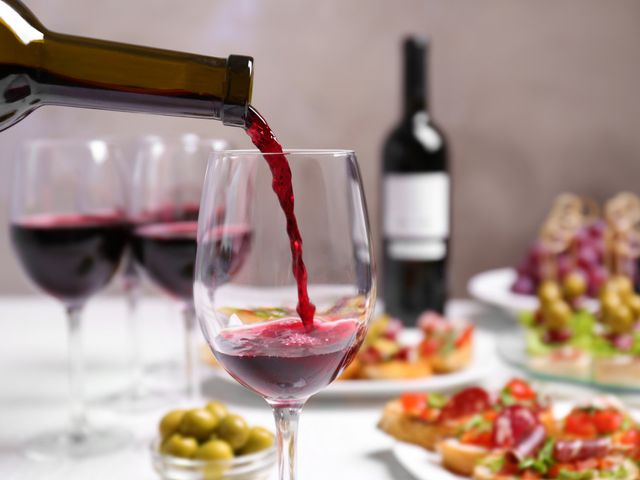 ¿Cómo elegir el vino para tu matrimonio?