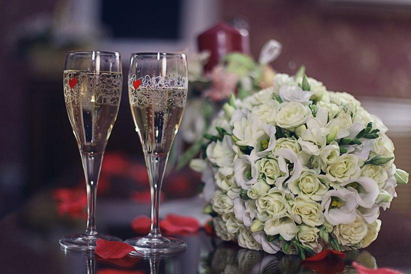 9 ideas para decorar las copas de tu brindis - Como decorar copas para boda ...